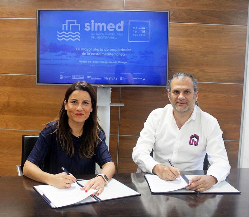 Paula Morales y Alberto Garcia. firma convenio SIMED Atalaya Team