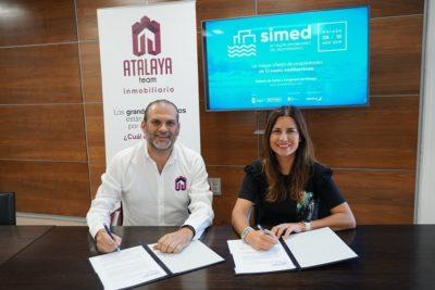 Alberto García y Paula Morales. Firma convenio Simed y Atalaya Team